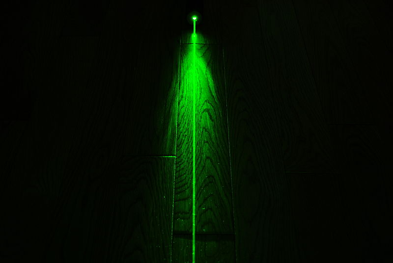 File:High Power Green Laser, Dark Background (2) (from Flickr).jpg